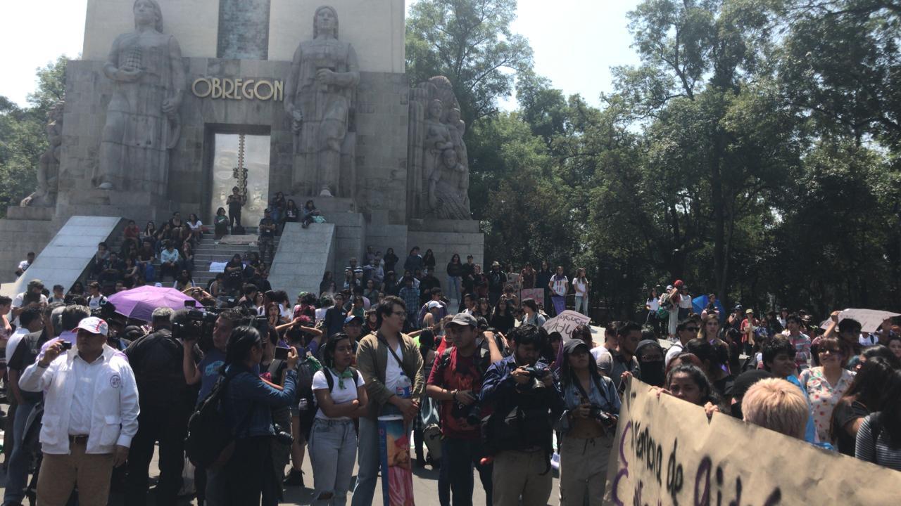 Foto: Marchan estudiantes de la UNAM sobre Insurgentes por caso Aideé Mendoza, 3 mayo 2019
