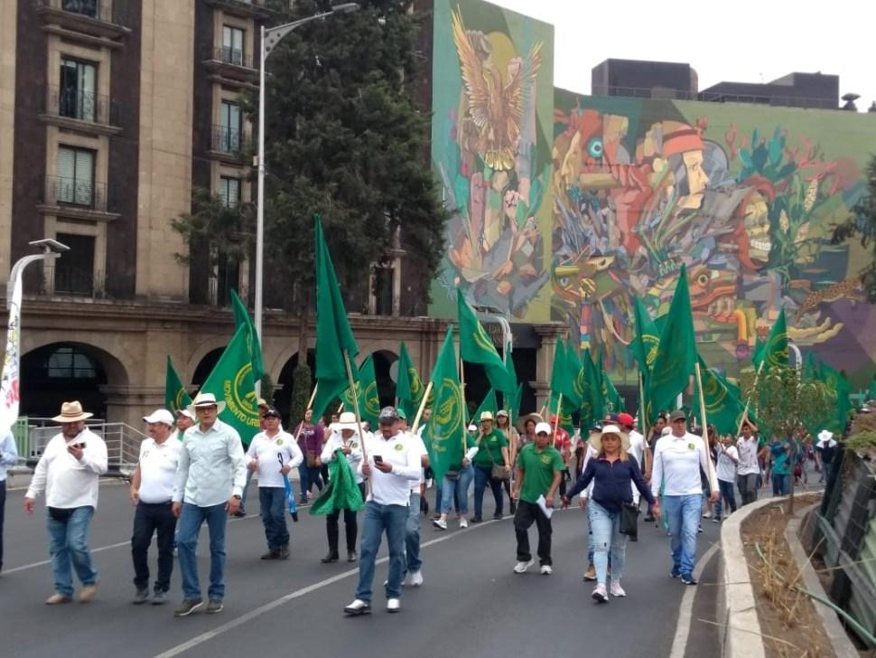 Sindicatos marchan en CDMX para conmemorar el 1 de mayo