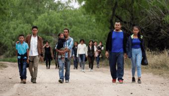 Foto: Migrantes caminan cerca del Río Bravo, 13 de marzo de 2019, Texas