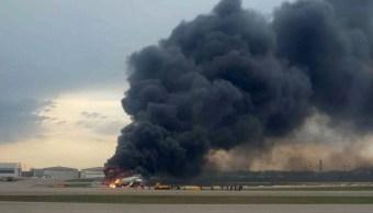 Foto: Un avión de pasajeros Superjet-100 aterrizaje de emergencia en el aeropuerto Sheremétievo de Moscú, 5 mayo 2019