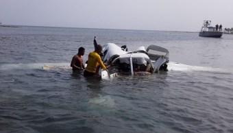 Foto: Cinco turistas extranjeros, cuatro de ellos canadienses, mueren tras caer la avioneta en aguas del Caribe de Honduras, mayo 18 de 2019 (Twitter: @RedInformativaH)