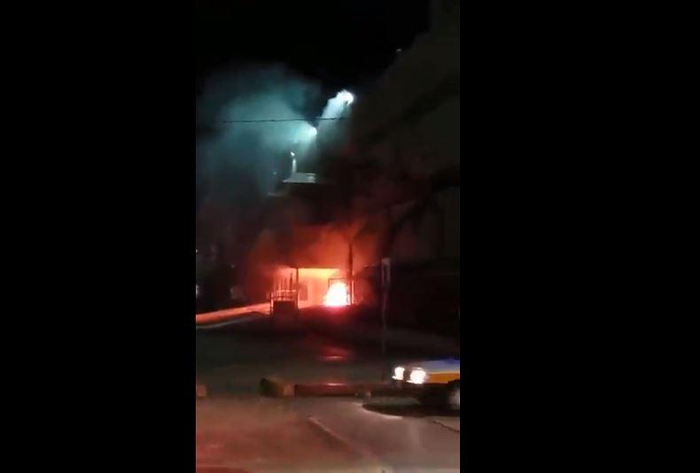 Foto: El incendio fue sofocado por el personal de guardia del palacio de Gobierno, el 26 de mayo de 2019 (Twitter @muralchiapas)