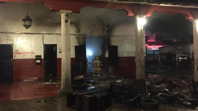 Foto: La madrugada de este domingo un incendio daña instalaciones del Palacio Municipal de Paracho, Michoacán; no hay víctimas, 19 de mayo de 2019 (Facebook: Jesus Olivos Estrada)