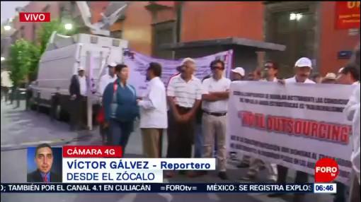Petroleros se manifiestan en inmediaciones de Palacio Nacional, CDMX