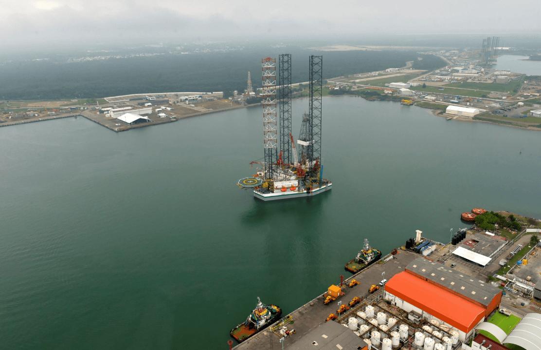 Foto: Plataforma de perforación en el puerto de Dos Bocas, Tabasco, 18 de marzo de 2015, México