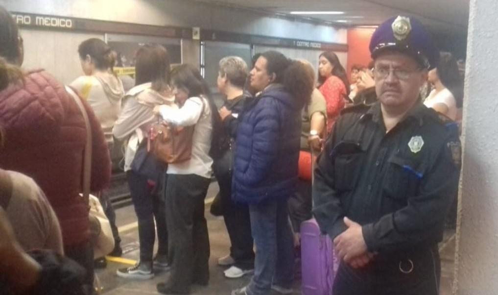 Foto Por asomarse, vagón del Metro CDMX golpea a mujer 21 mayo 2019