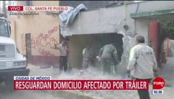 Resguardan vivienda destruida por choque de tráiler en Santa Fe Pueblo