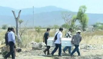Foto: El féretro de la joven estudiante Aideé Mendoza fue cargado en hombros por familiares, 2 mayo 2019