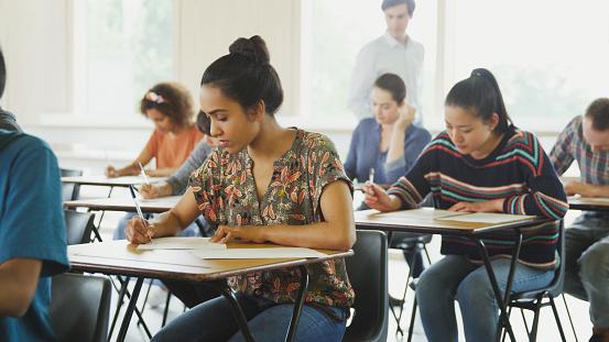 Saber a qué tipo de examen te enfrentarás es una de los primeros pasos para comenzar a organizar las sesiones de estudio (GettyImages)