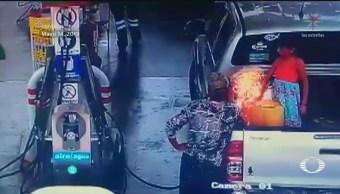 Foto: Padre Hija Flamazo Gasolinera Querétaro 22 Mayo 2019