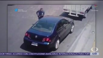 Sujeto asalta a automovilista en Atizapán, Estado de México