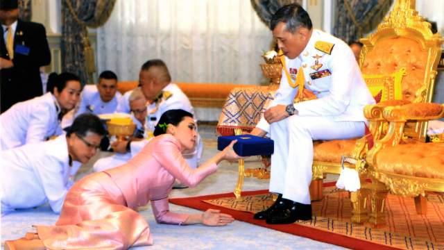 FOTO Suthida, de azafata y guardaespaldas a reina de Tailandia (AP 1 de mayo 2019 bangkok)