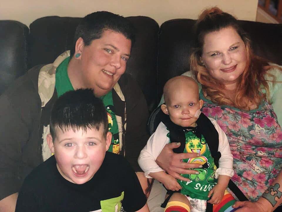 Tiffany y Albree Shaffer junto con sus dos hijos, Tyler y Callie (NBC News/Proveída por la familia Shaffer)