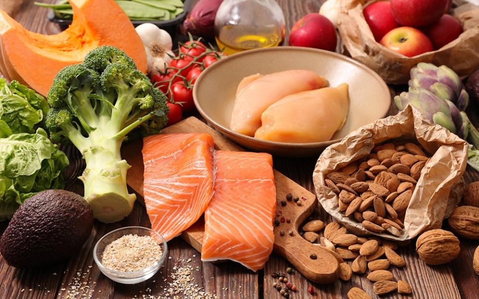 Una alimentación balanceada es óptima para evitar el estrés corporal y mejorar la actividad cerebral (GettyImages)