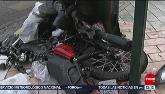 Vehículo impacta a motociclista en Monterrey, Nuevo León