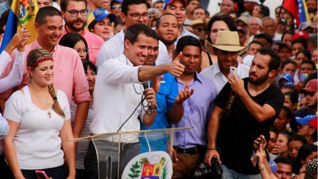 """Foto: El jefe del congreso y líder opositor, Juan Guaidó, informó que atenderán la invitación de Noruega para """"explorar una posible salida"""" a la crisis, el 25 de mayo de 2019 (Reuters)"""