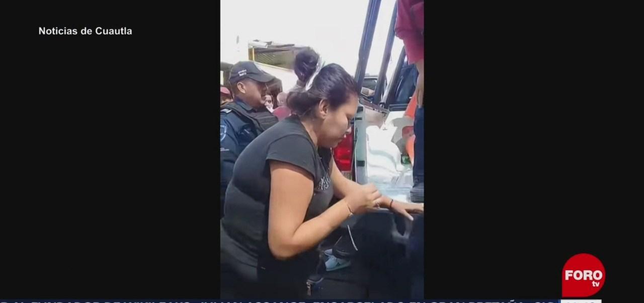 Amarran a tubo a presunta ladrona en Cuautla, Morelos