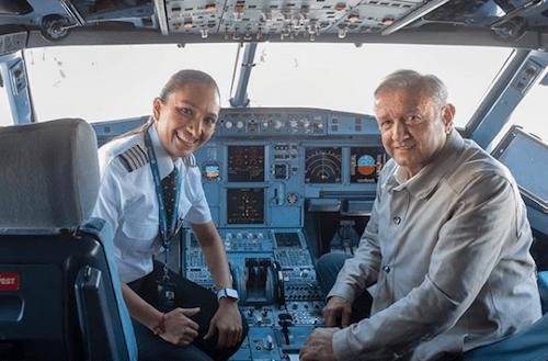 Foto AMLO Mujer Piloto 7 Junio 2019