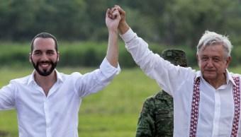 FOTO Video: AMLO da puñetazo al presidente de El Salvador 20 JUNIO 2019