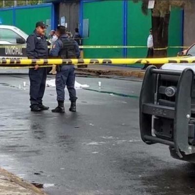 Muere menor herido durante balacera afuera de escuela en Neza