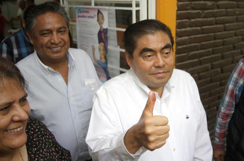 Foto: Miguel Barbosa Huerta, por la coalición Juntos Haremos Historia (Morena, PT y PVEM), el 2 de junio de 2019 (EFE)