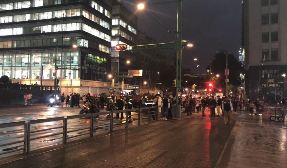 Foto: Damnificados del sismo bloquean Eje Central Lázaro Cárdenas al cruce con la Avenida Juárez, 6 junio 2019