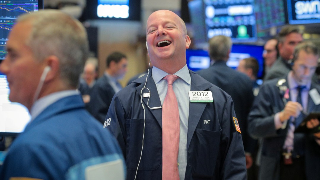Foto: Los comerciantes trabajan en el piso de la NYSE en Nueva York, junio 25 de 2019 (Reuters)
