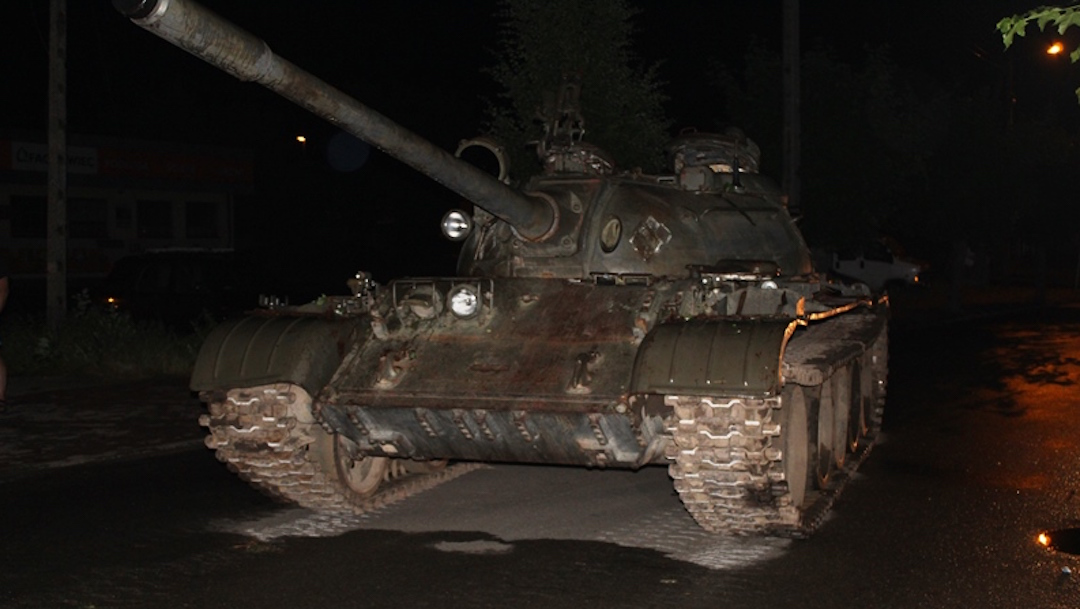 Foto Pasea borracho por la ciudad en un tanque soviético 18 junio 2019