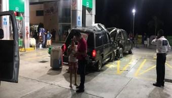 Conductor ebrio se impacta contra gasolinera y mata a despachadora