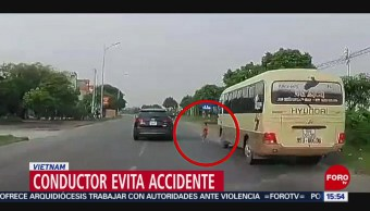 Foto: Conductor evita accidente en Vietnam
