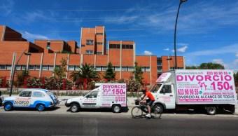 Foto: Un bufete de abogados ofrecen servicio de divorcios abordo de un camión y dos vehículos por 150 euros, 26 junio 2019