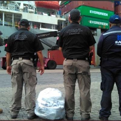 Aseguran 25 paquetes de marihuana a bordo de buque en Manzanillo