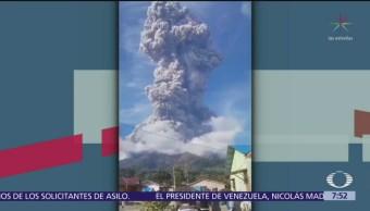 Explosión de volcán 'Sinabung' en Indonesia