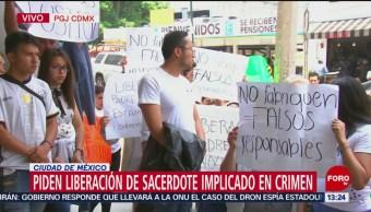 FOTO: Fieles piden liberación de sacerdote implicado en homicidio de Avendaño