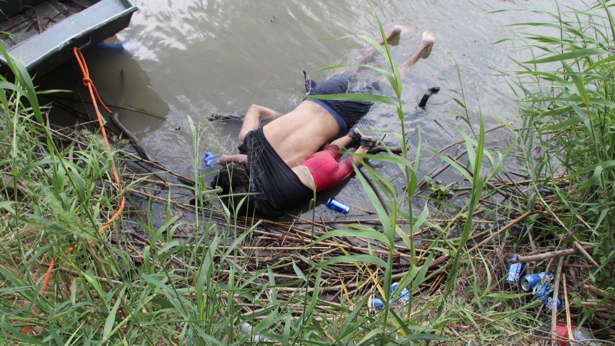 Foto: Un migrante y su bebé ahogados a la orilla del Río Bravo en Matamoros, México, en la frontera con EEUU. El 24 de junio de 2019