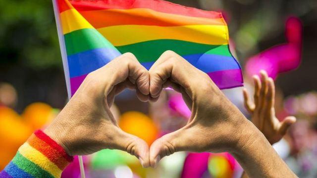 Cientos participan en marchas de la diversidad sexual en Nuevo León y Jalisco