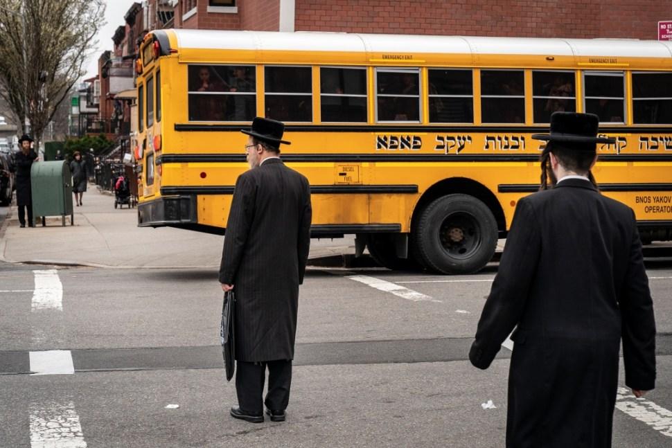 Foto: Judíos ultraortodoxos en Nueva York, 9 de abril de 2019