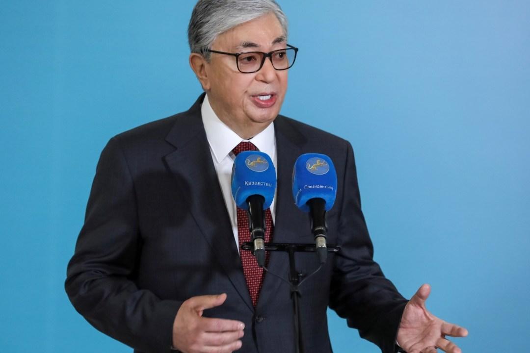 Tokáyev gana elecciones empañadas por la represión policial en Kazajistán