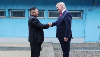 Foto: El presidente de Estados Unidos, Donald Trump, le da la mano al líder norcoreano, Kim Jong Un, en Panmunjom, Corea del Sur, 30 de junio de 2019, junio 30 de 2019 (Reuters)