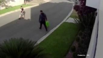 Foto: captan a presuntos ladrones robando en un fraccionamiento en Monterrey, 4 de junio 2019. Twitter @_LASNOTICIASMTY