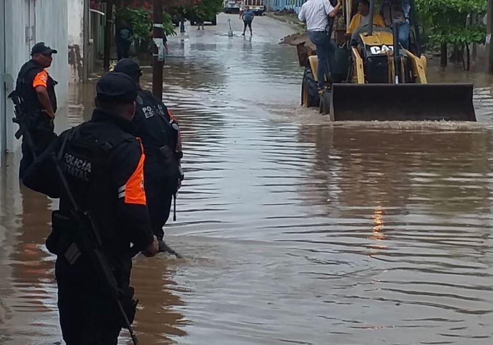 Fuertes lluvias provocan apagón e inundaciones en el Istmo de Tehuantepec