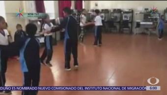 Maestro combina baile y educación en Oaxaca