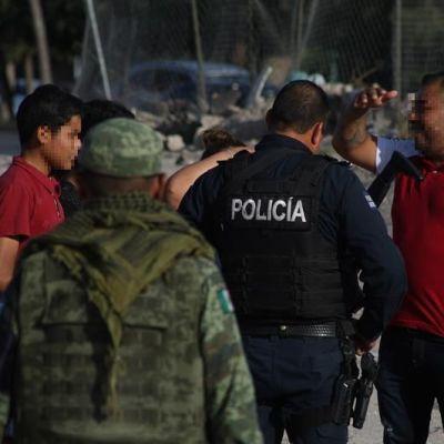 Rescatan a 200 migrantes abandonados en un tráiler en Veracruz