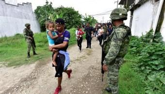 Foto: Fuerzas de seguridad frenan intento de fuga de migrantes en Tabasco, 14 de junio 2019. (EFE)