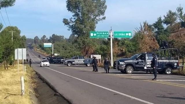 Foto: Hallan 4 cuerpos con huellas de tortura e impactos de bala, a un costado de la carretera Uruapan-Los Reyes, en Michoacán, junio 1 de 2019 (Foto: contramuro.com)