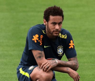 Neymar es acusado de violación, él rechaza caso en Instagram