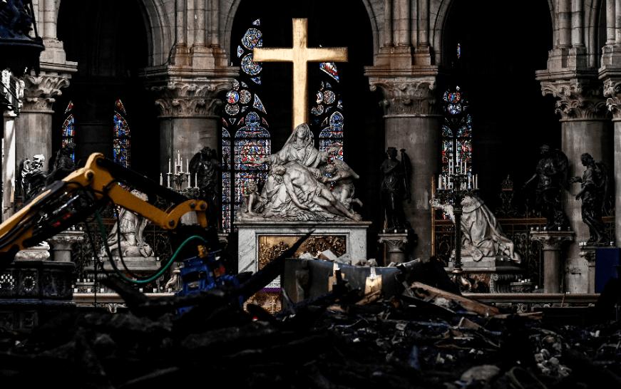 FOTO Notre Dame de París prepara primera misa tras incendio (AP archivo)