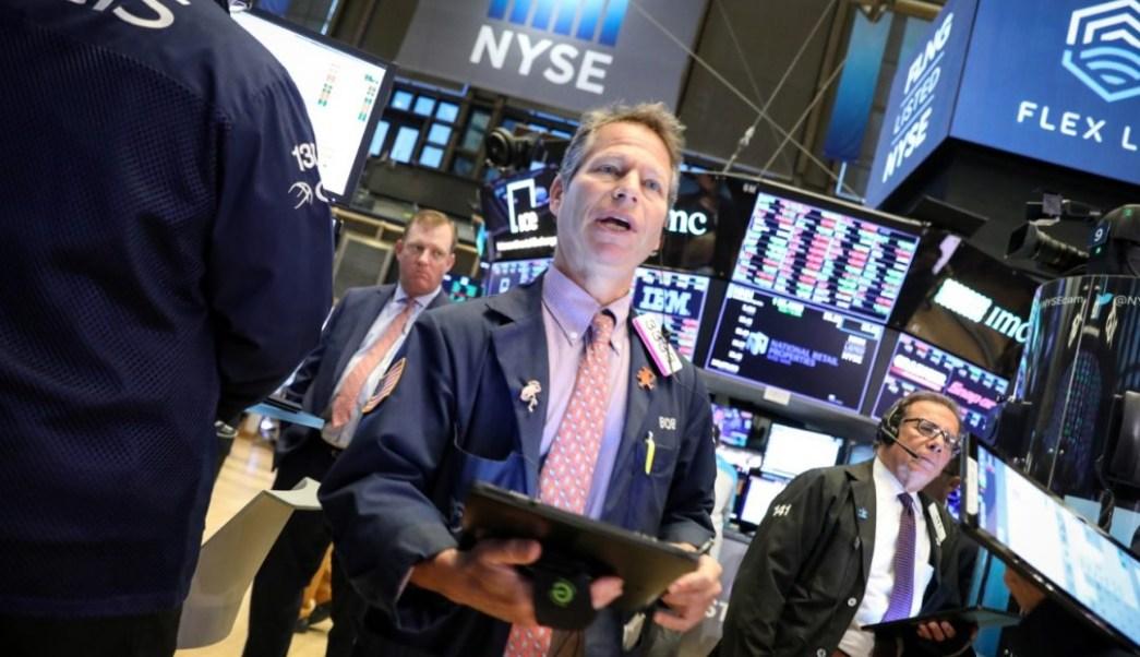 Foto: Los comerciantes trabajan en el piso de la NYSE en Nueva York, junio 17 de 2019 (Reuters)