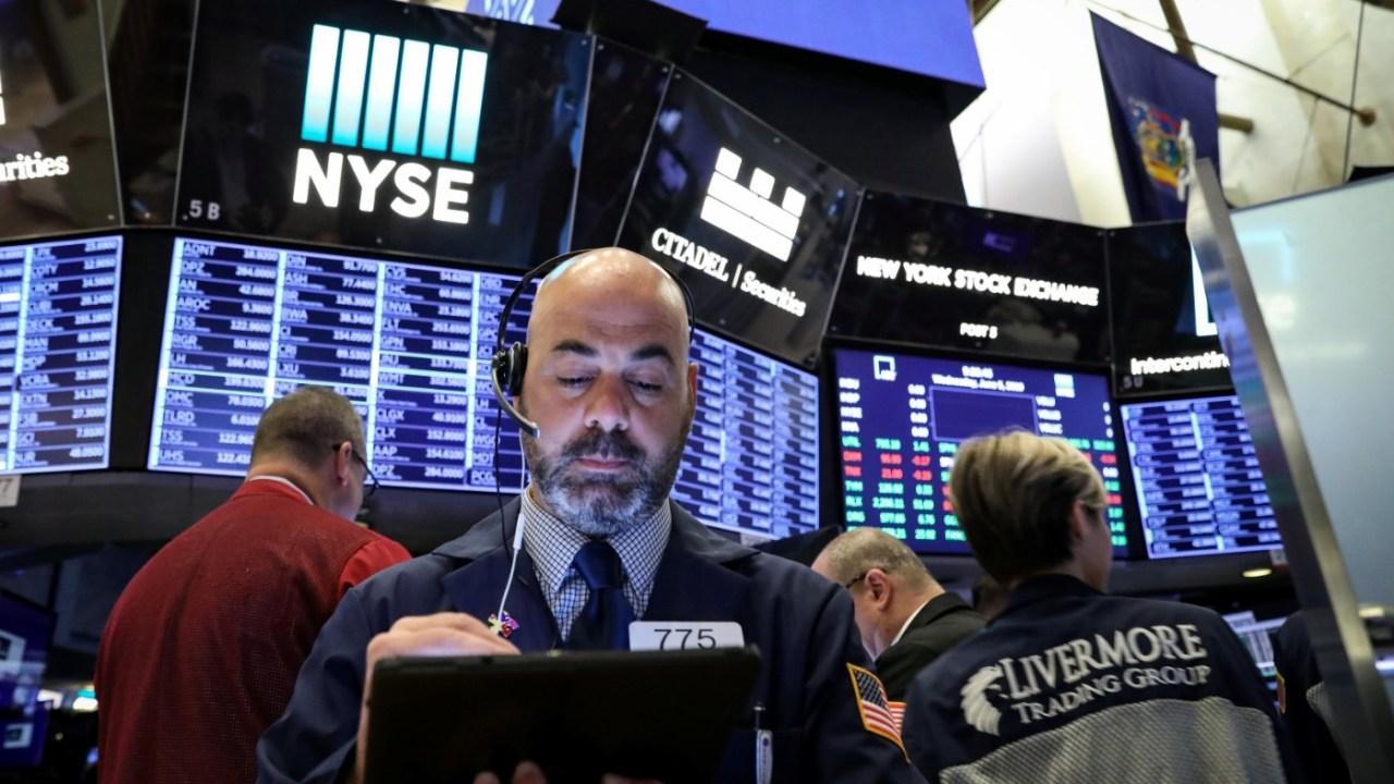 Foto: Los comerciantes trabajan en el piso de la Bolsa de Nueva York (NYSE) en Nueva York, 5 de junio de 2019 (Reuters)