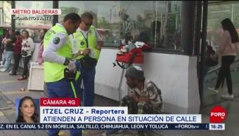 Foto: Paramédicos atienden a persona en situación de calle